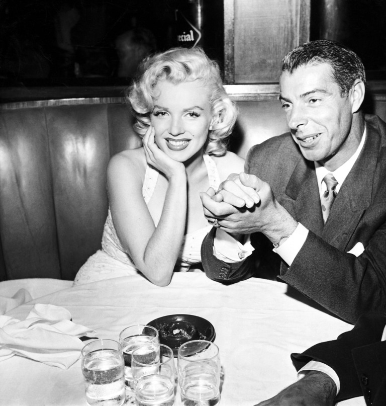 B3K05P MARILYN MONROE with 2nd husband Joe DiMaggio